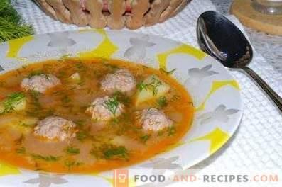 Rijstsoep met gehaktballen in een slow cooker
