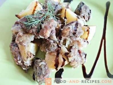 Viande avec pommes de terre en pots au four