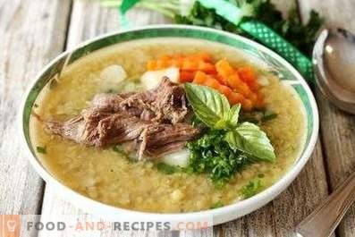 Червена супа от леща с месо