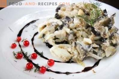 Sałatki z bakłażanem, jajkami i marynowaną cebulą